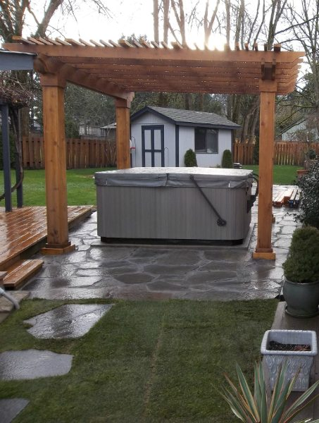 hot-tub-outdoor-living-flagstone-patio-pergola