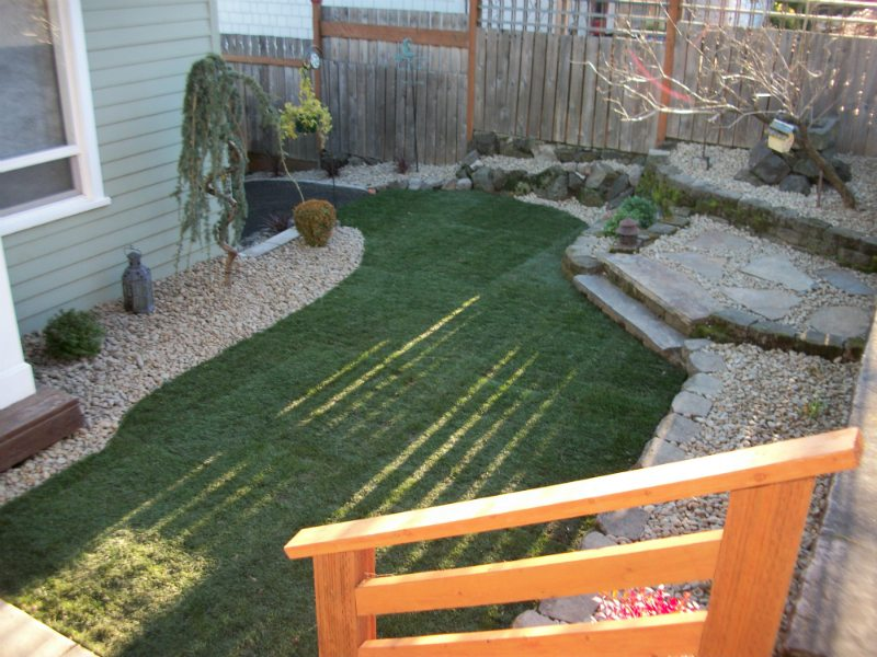 lawn-low-maintenance-river-rock