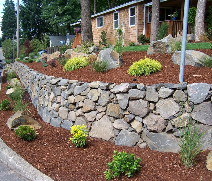 rock-wall-natural-stone-boulders-mulch