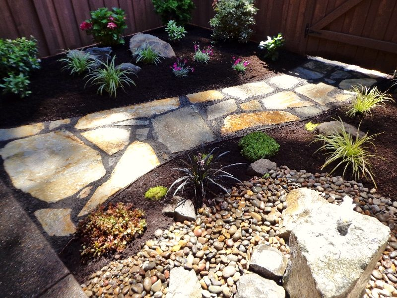 flagstone-walkway-plants-bubbler-water feature-design