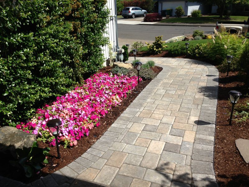 pavers-walkway-flowers
